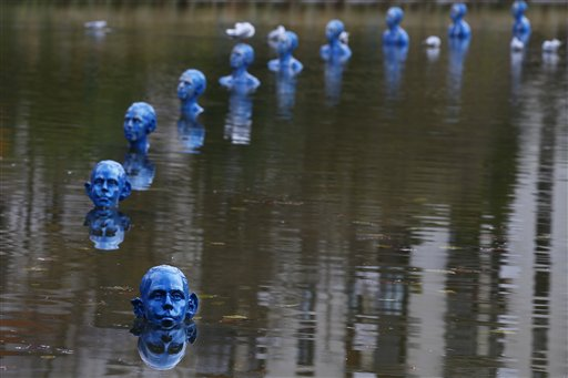 L'installation « Where the Tides Ebb and Flow » de l'artiste argentin Pedro Marzorati dans le parc Montsouris, à Paris, dans le cadre de la Conférence. Source : Associated Press